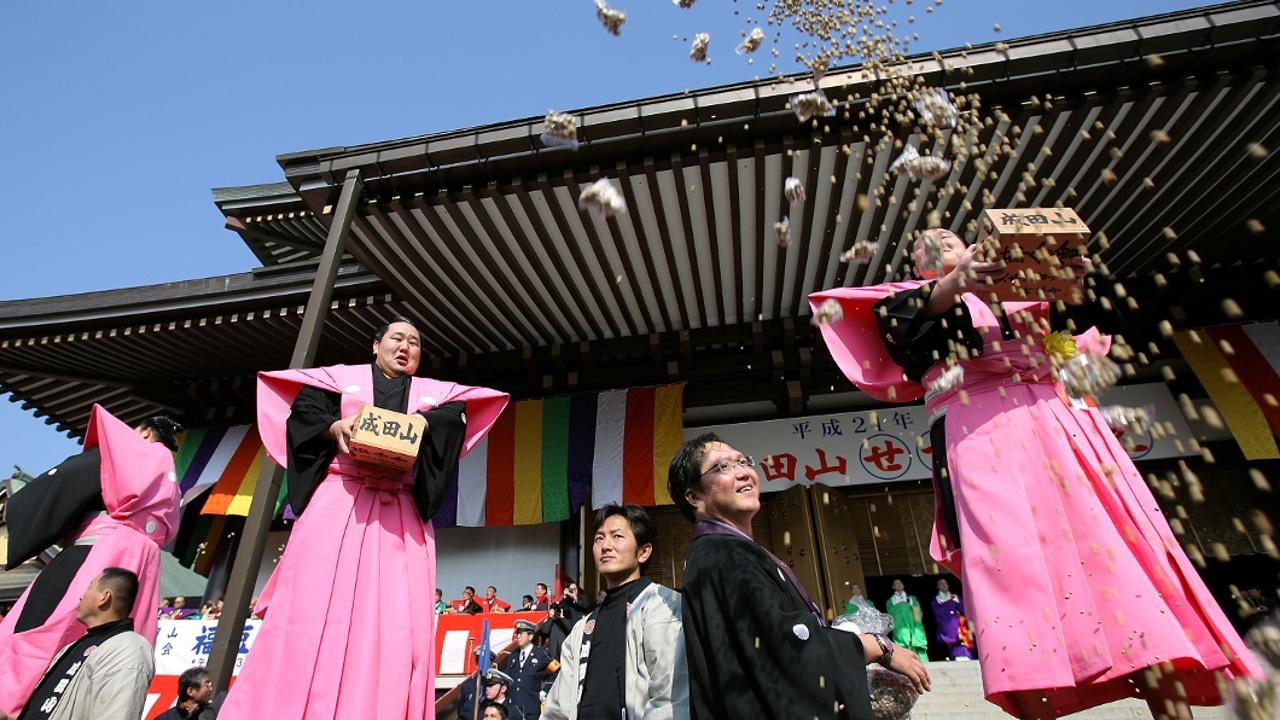 Японцы бросали бобы и встречали весну