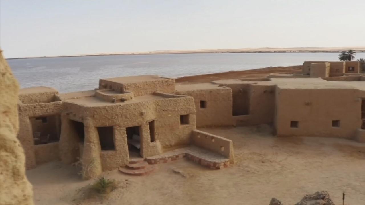 Отель со стенами из соли привлекает туристов в Сахару