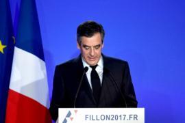 Франсуа Фийон извинился за скандал, но из гонки не вышел