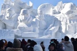 На фестивале снега в Саппоро представили более 200 скульптур