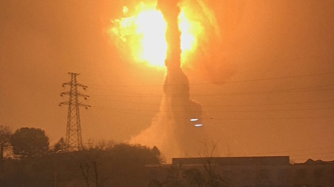 Взрыв на химзаводе в Китае разрушил общежитие рабочих
