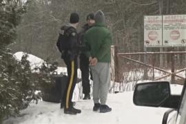 Искатели убежища бегут из США в Канаду