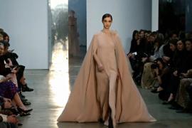 Каролина Эррера показала «лёгкую» осень-зиму 2017 года