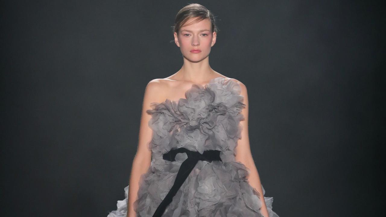 Модный дом Marchesa показал женственные наряды с восточными акцентами