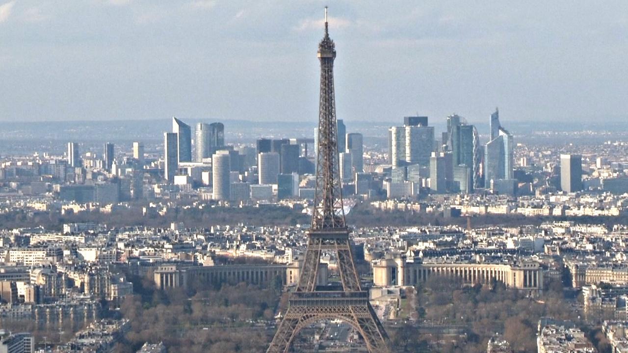 На крыше парижского небоскрёба открылся каток