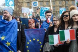 Британцы выразили солидарность с мигрантами из ЕС