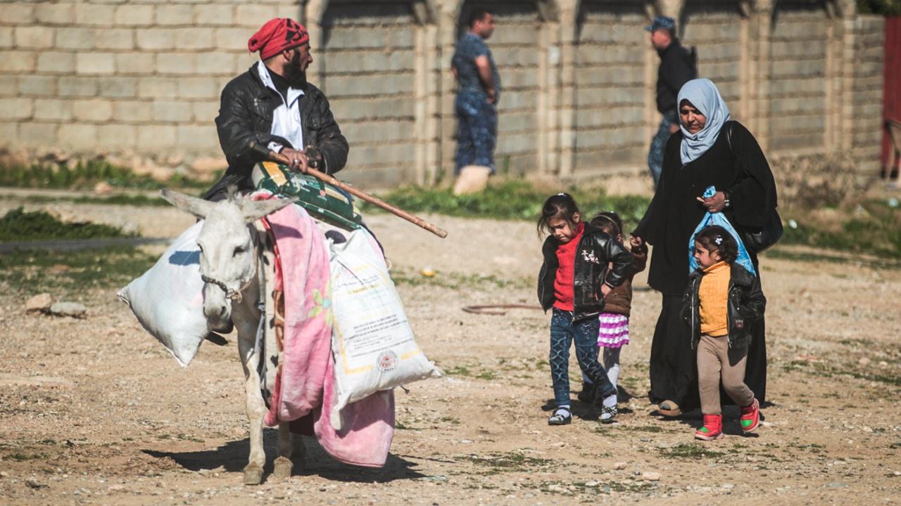 Люди бегут из деревни близ Мосула, наступление продолжается