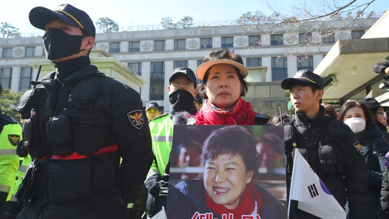 Президент Кореи не продлил спецрасследование коррупционного скандала