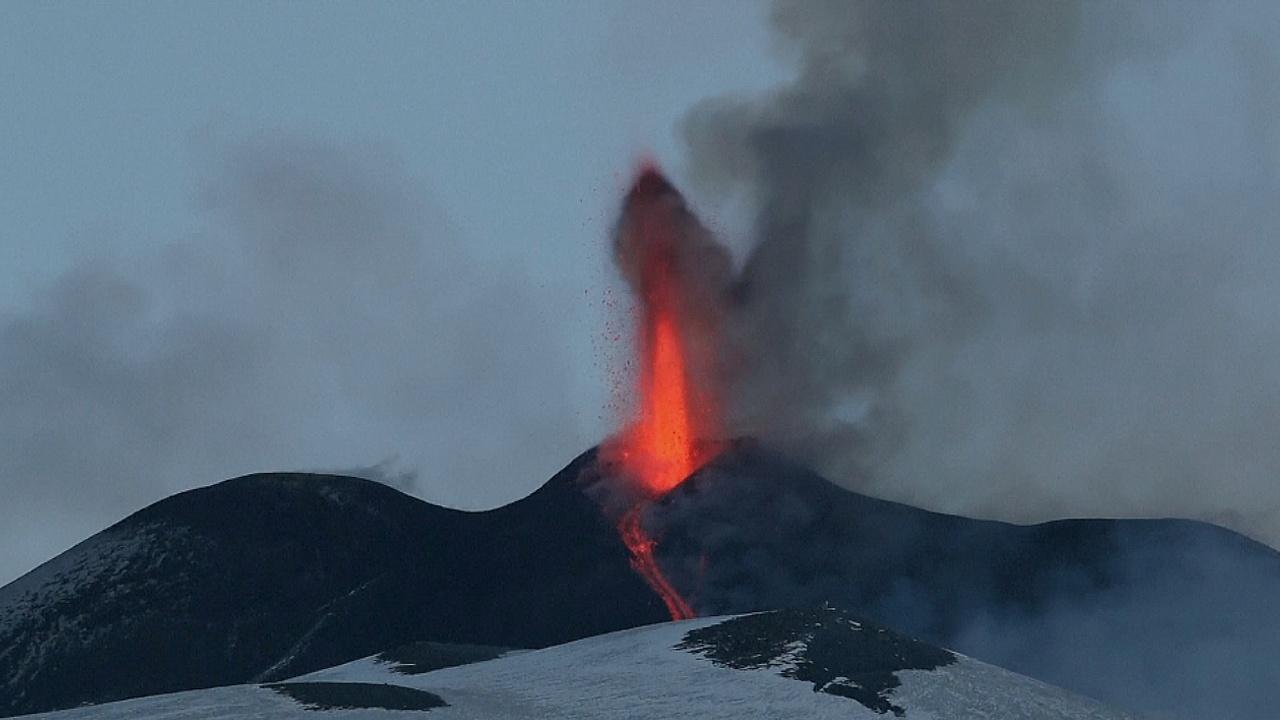 В Италии снова извергается Этна