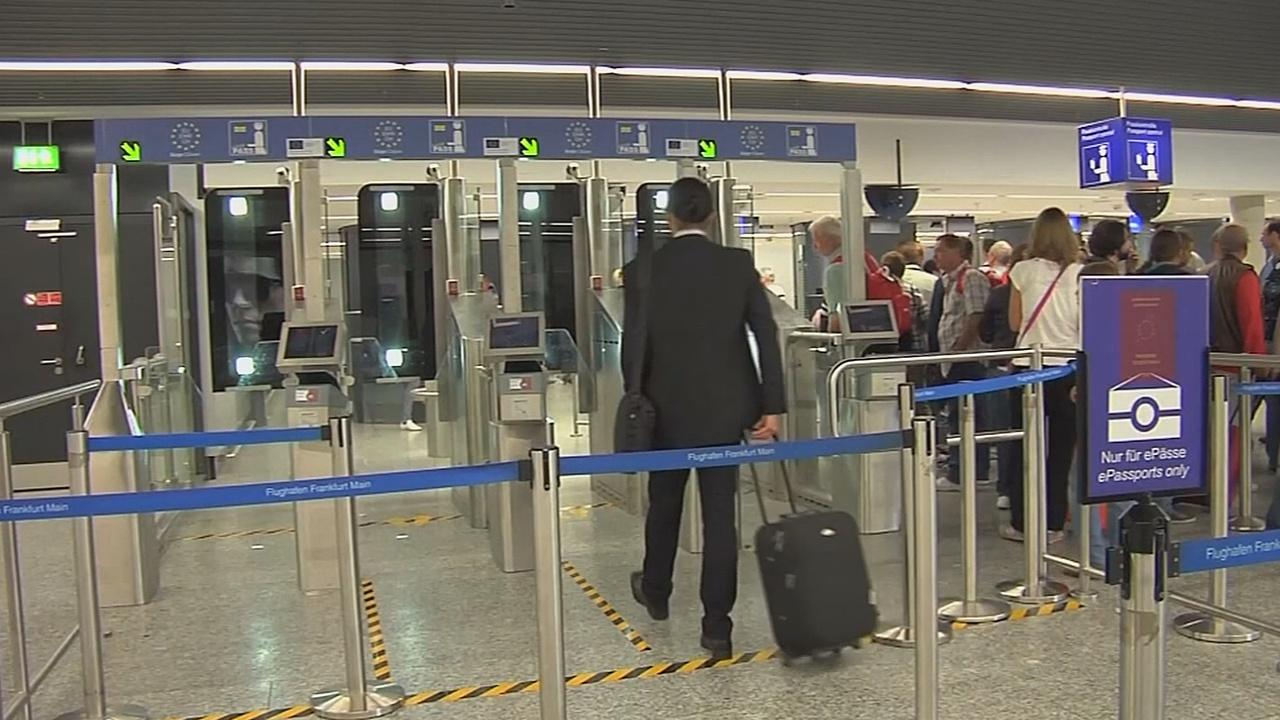 Европарламент хочет вернуть визы для граждан США