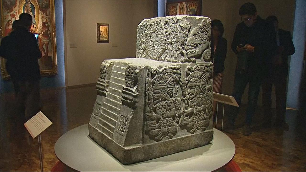 Трон Монтесумы и мексиканский герб – на выставке в Мехико