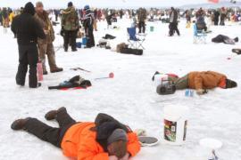 Тысячи рыбаков съехались на турнир на Волге