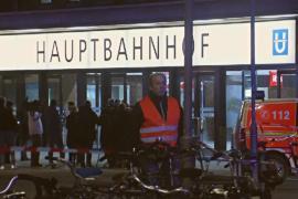 7 человек ранены в результате нападения с топором на вокзале в Дюссельдорфе