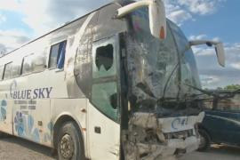 На Гаити автобус въехал в парад: около 40 погибших