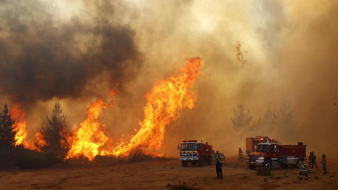 Чилийцев снова эвакуируют из-за пожара
