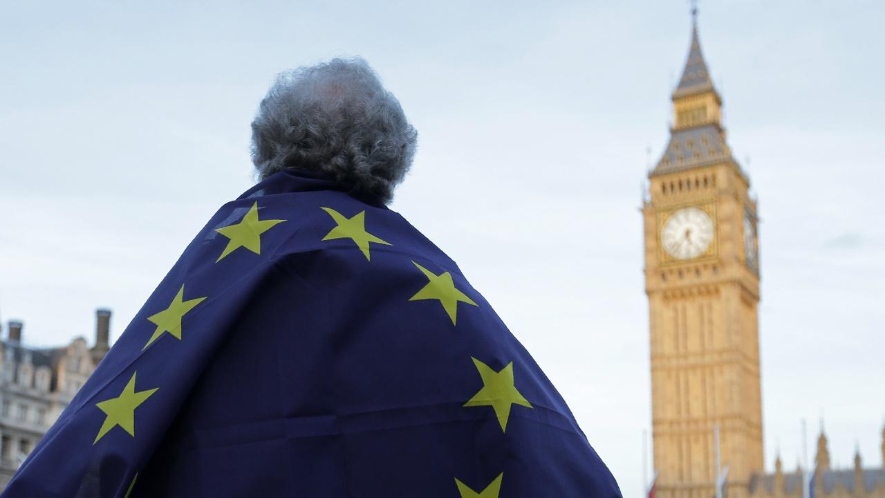 Британский парламент разрешил начать процедуру «брексита»