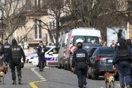 Во Франции расследуют взрыв в МВФ и стрельбу в школе
