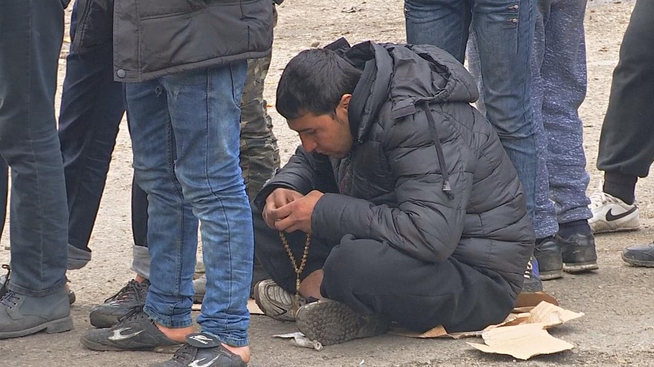 Мигранты устали ждать: путь в Западную Европу не открывают