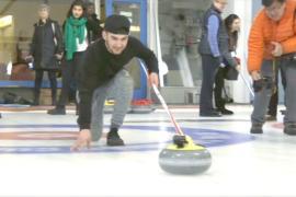 Беженцы в Канаде учатся играть в кёрлинг