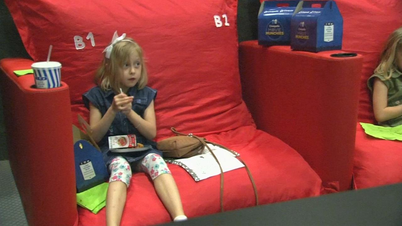 Детей приучают любить кинотеатры