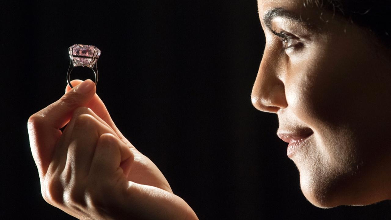 Самый крупный розовый бриллиант снова выставят на торги