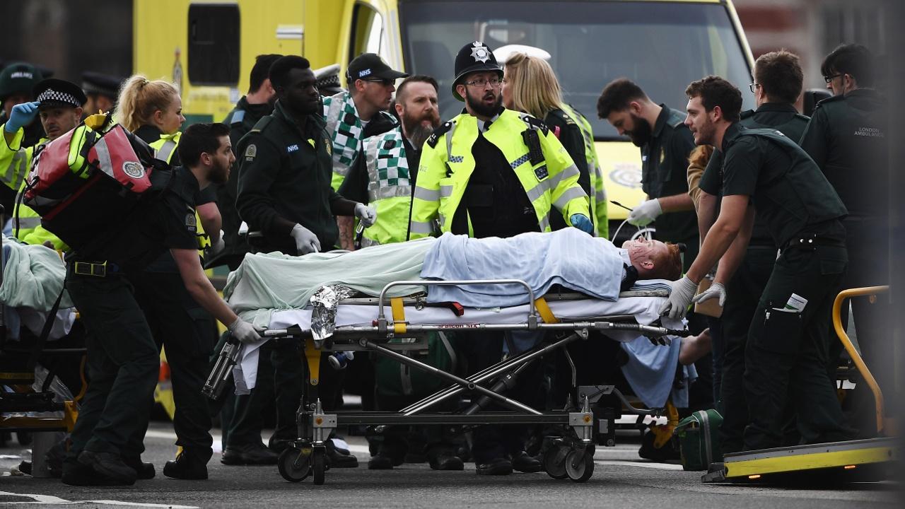 Теракт в Лондоне: мужчина на автомобиле давил прохожих