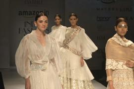 Индийские модельеры помогают возродить ручное ткачество