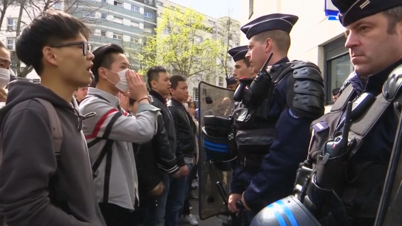 Протесты в Париже: полицейский застрелил китайца