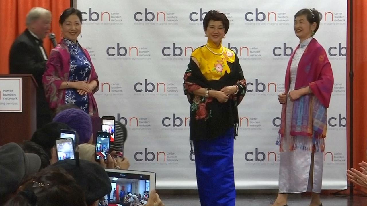 Пожилые модели вышли на подиум в Нью-Йорке