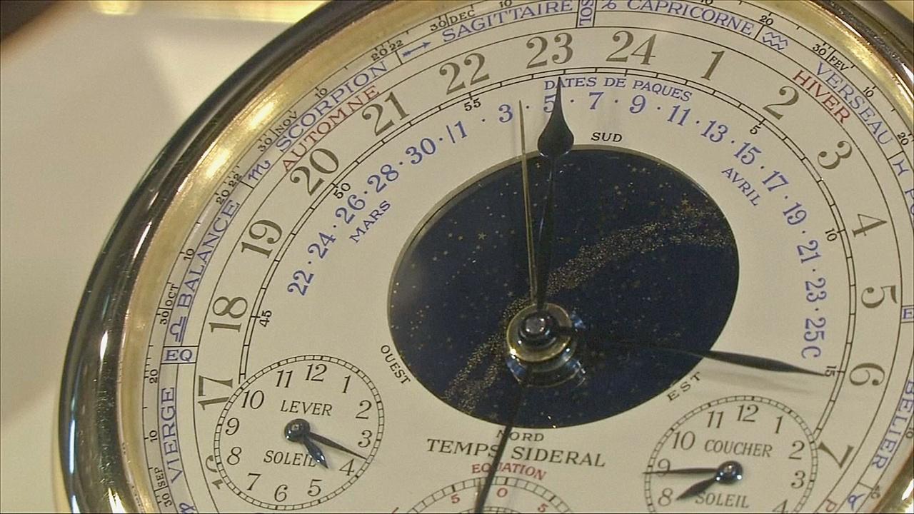 Одни из сложнейших часов в мире продадут на аукционе