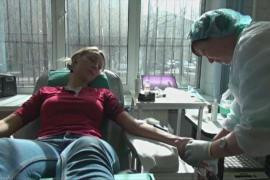 Петербуржцы сдают кровь после взрыва в метро