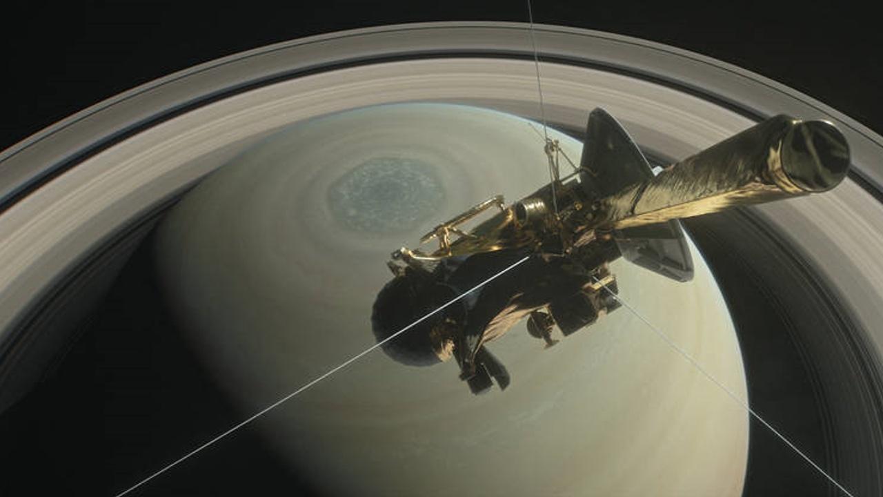 Аппарат «Кассини» готовится упасть на Сатурн