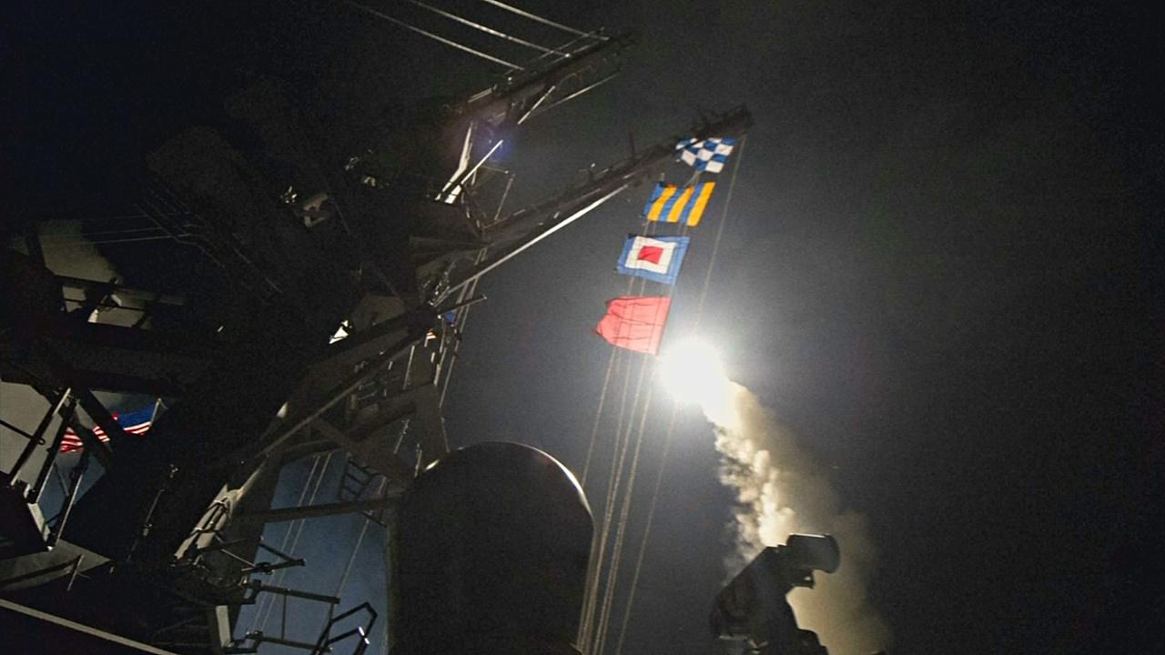 США нанесли ракетный удар по авиабазе Асада в Сирии