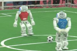 Роботы сразились на футбольном поле
