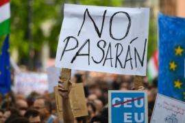 В Венгрии протестуют против возможного закрытия Университета Сороса