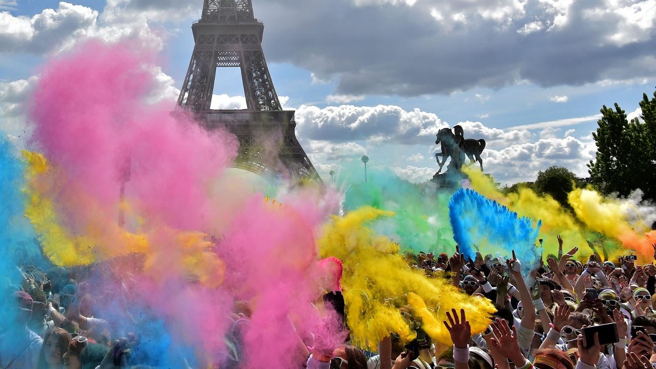 20 тысяч человек участвовали в «Красочном забеге» в Париже