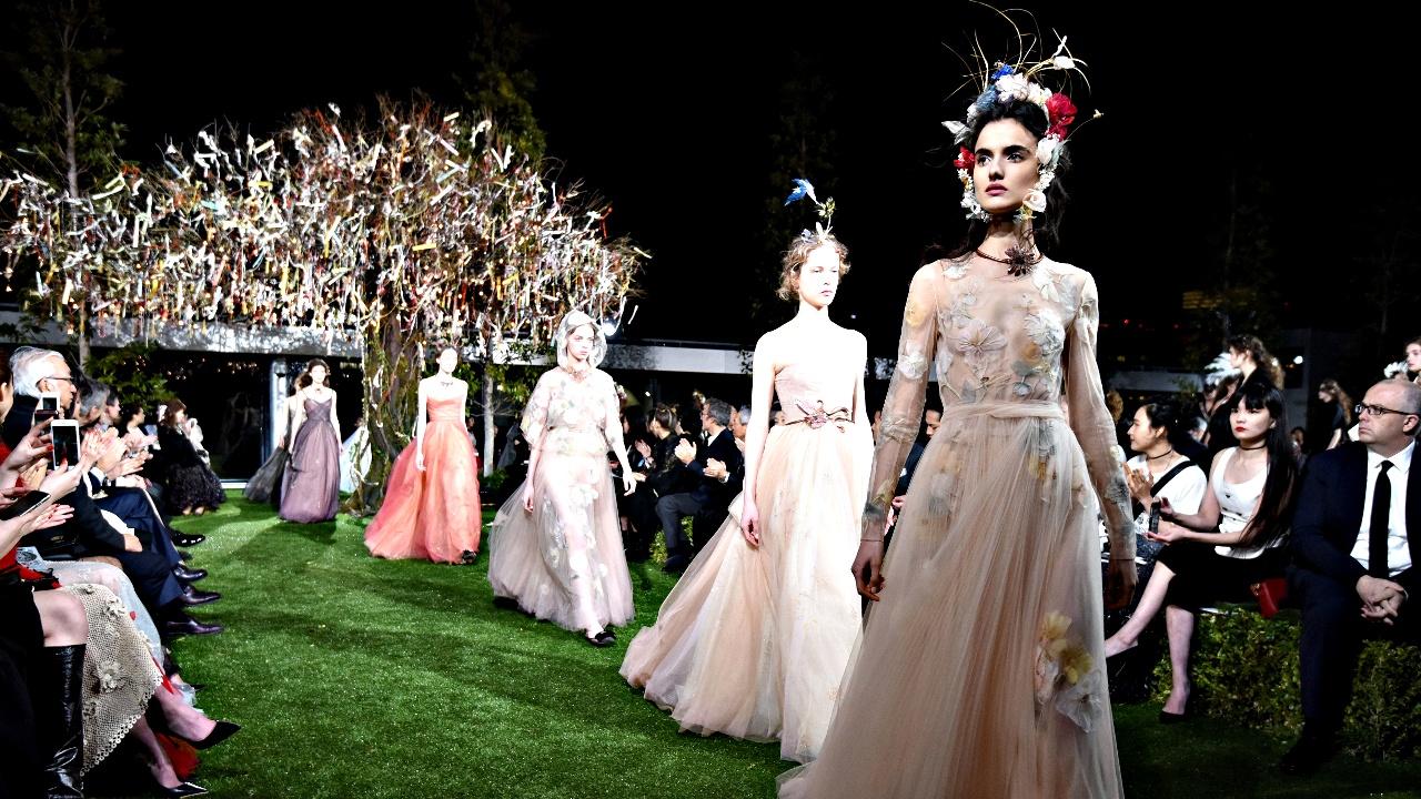 Dior создал для японцев наряды с сакурой