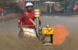Тайские фермеры устроили гонки на тракторах