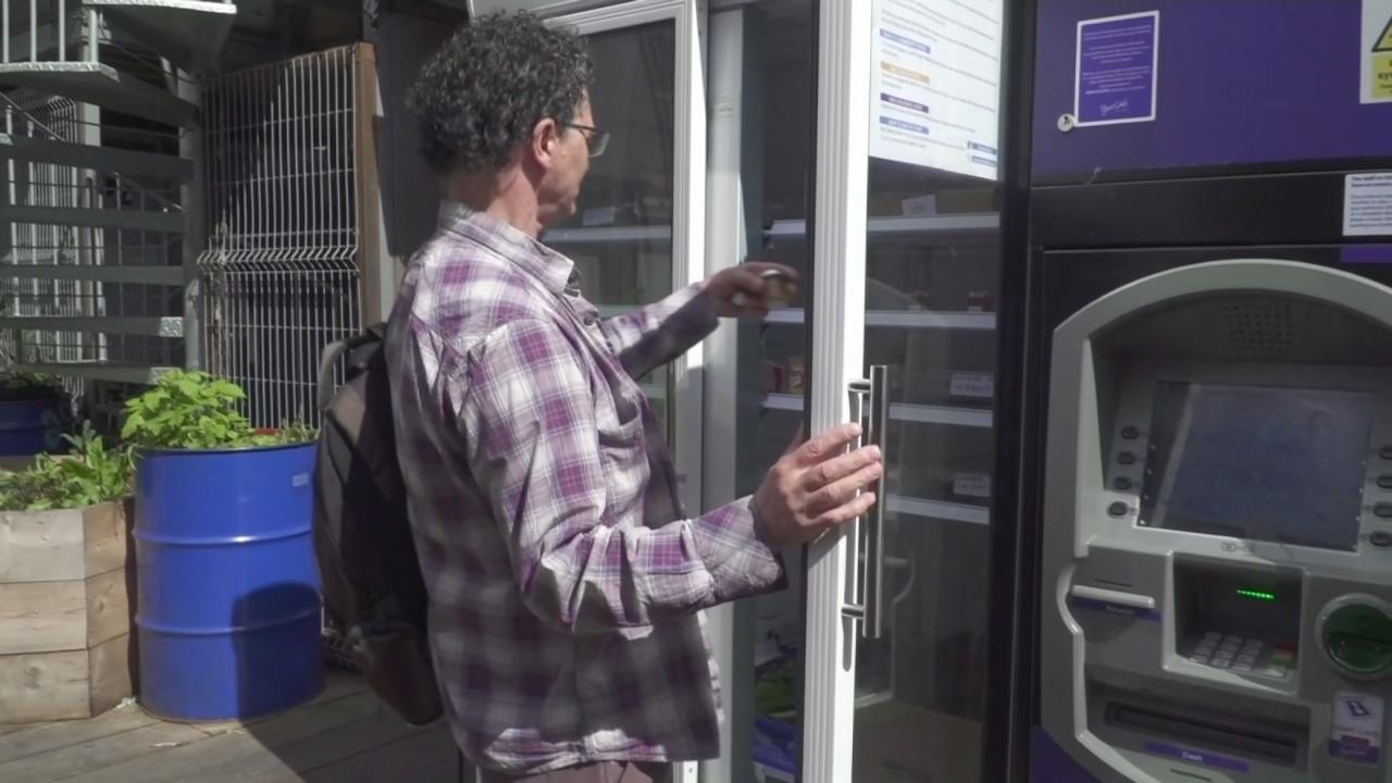 В Лондоне установили холодильник с бесплатной едой