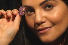 Бриллиант «Розовая звезда» продали за рекордный $71 млн