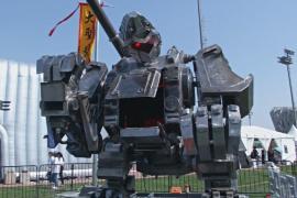 Китайцы создали огромного пилотируемого робота для сражений