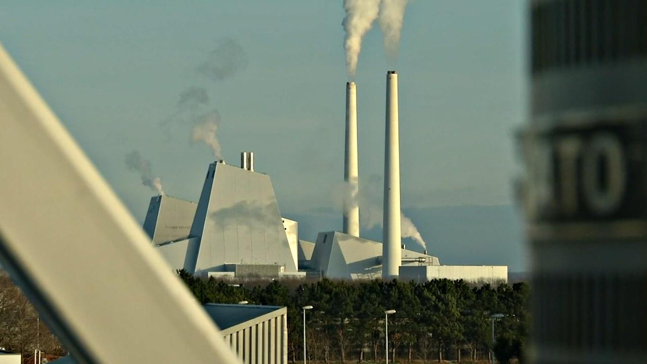 Датский завод превращает избыточную энергию в газ