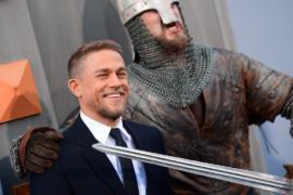 Премьера фильма «Меч короля Артура» собрала звёзд и рыцарей в доспехах