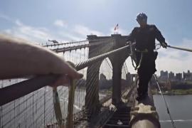 Нью-йоркские полицейские тренировались на вершине Бруклинского моста