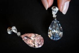 Бриллиант в форме сердца и редкие часы уйдут с молотка в Женеве