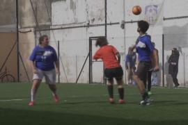 В Аргентине мужчины и женщины всё чаще играют в футбол вместе