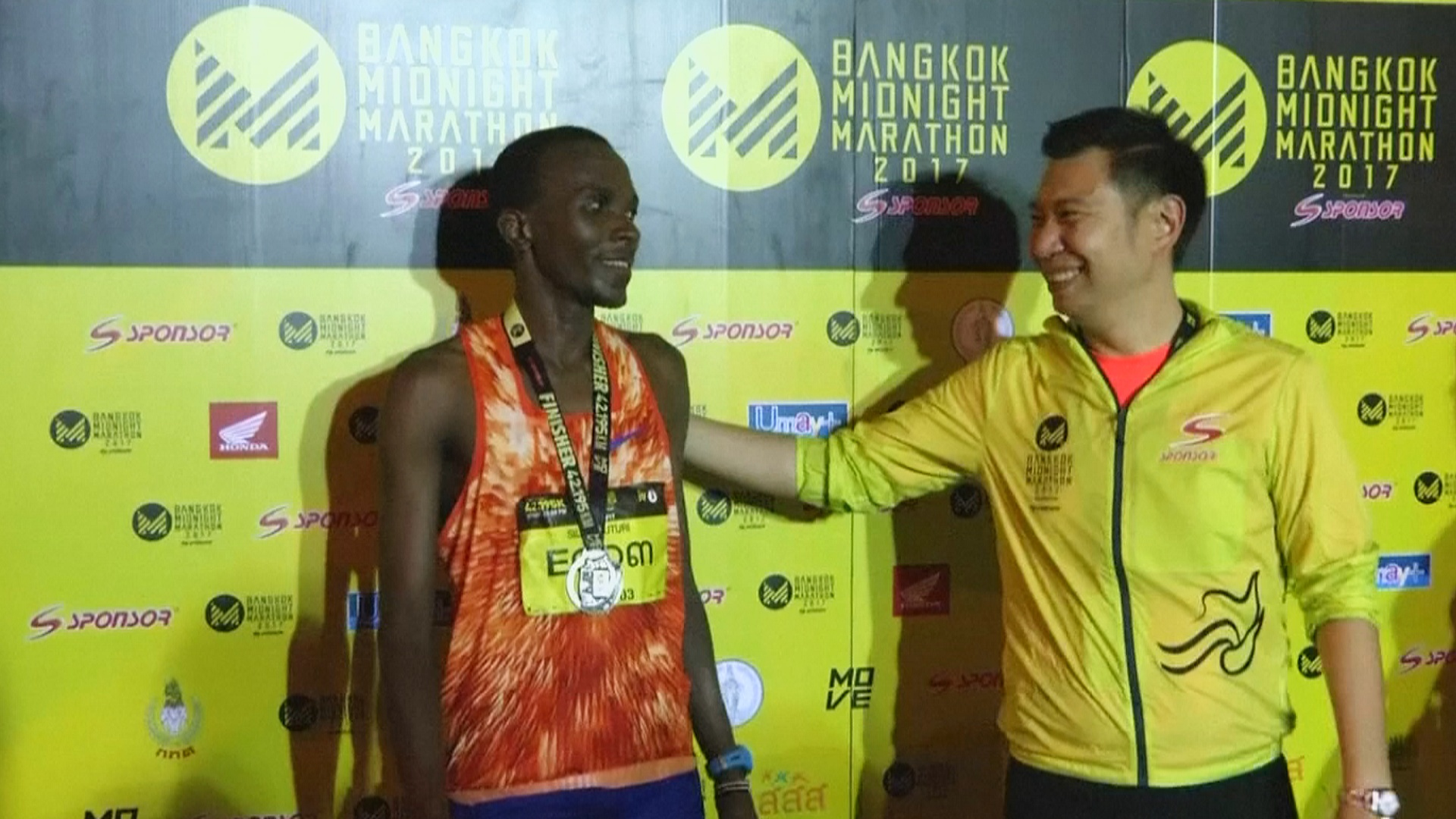 В ночном марафоне в Бангкоке победили кенийцы