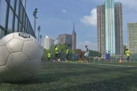 Беженцы находят общий язык с гонконгцами благодаря футболу
