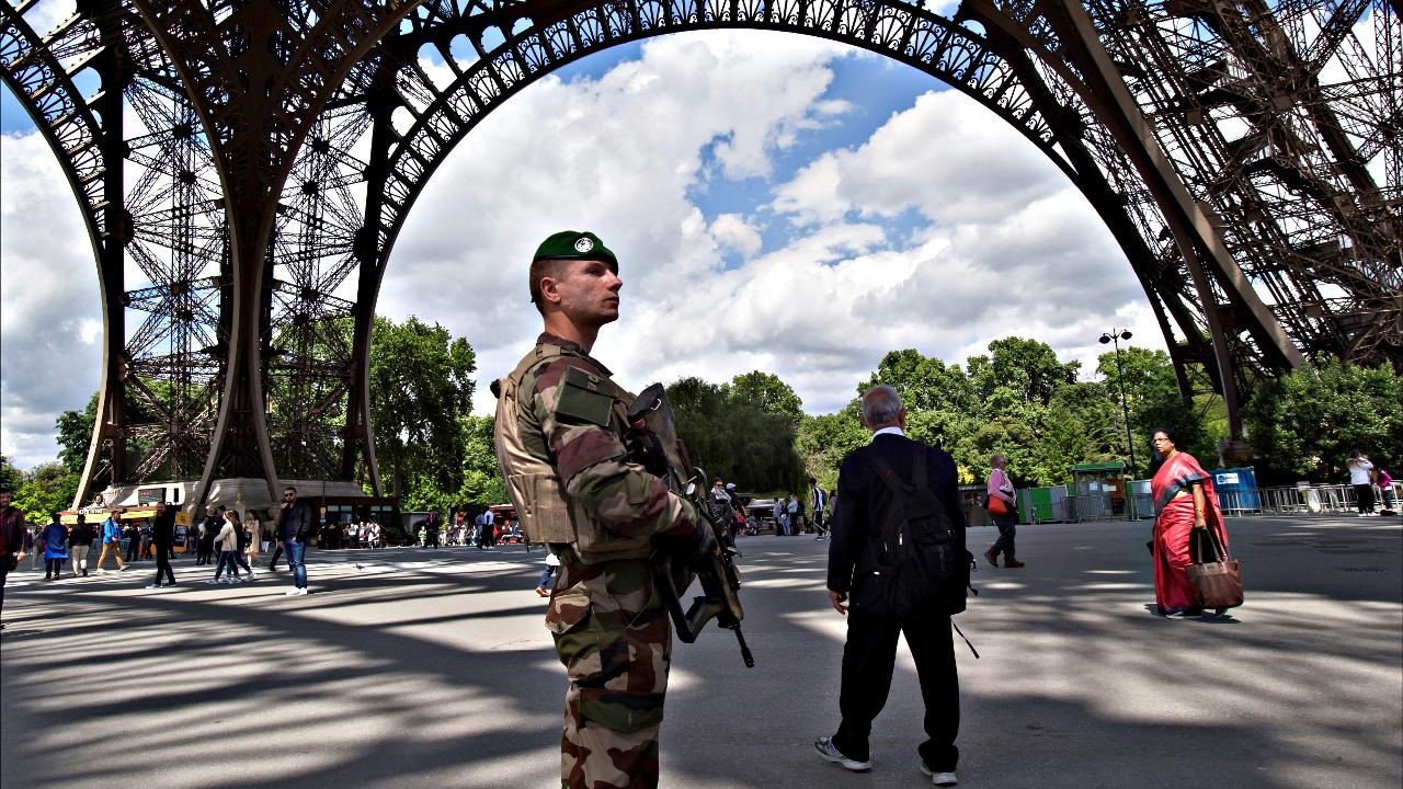 Чрезвычайное положение во Франции продлят до 1 ноября