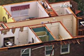 Торнадо и штормы вызвали разрушения в США